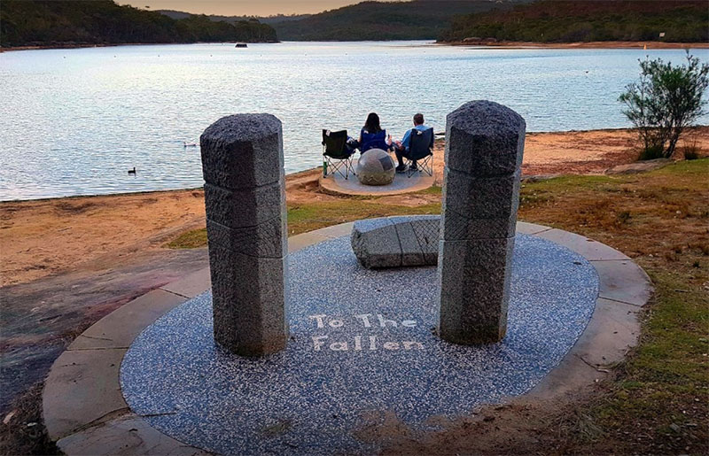 Couple having a picnic at Manly-Warringah Memorial Park